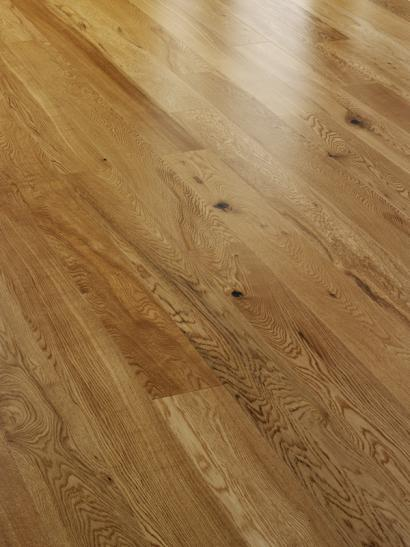 Rustic oak lacquered engineered wooden flooring